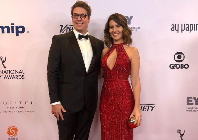 Fabio Porchat, presentador brasileño, y su esposa, Nataly Mega