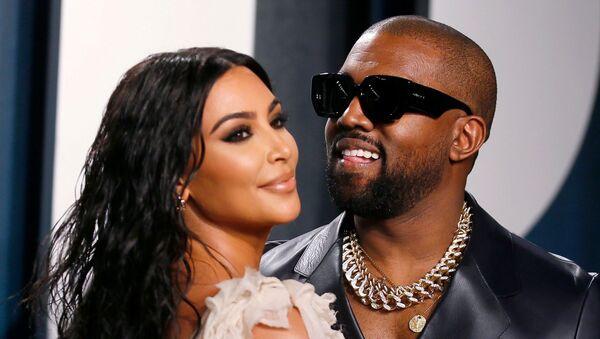 El rapero Kanye West y su esposa, Kim Kardashian - Sputnik Mundo