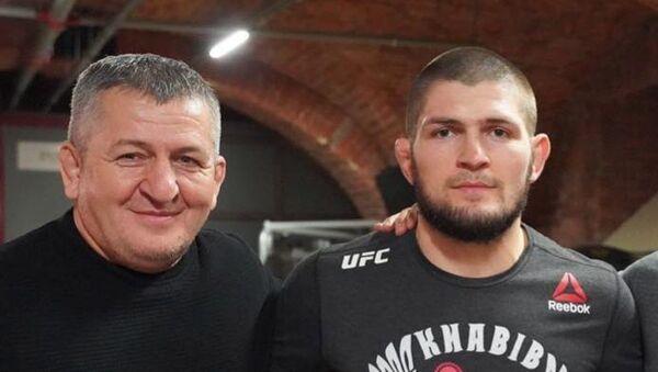 Abdulmanap Nurmagomedov junto a su hijo, Khabib - Sputnik Mundo