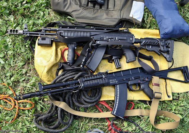 Un fusil de asalto ruso AEK-971