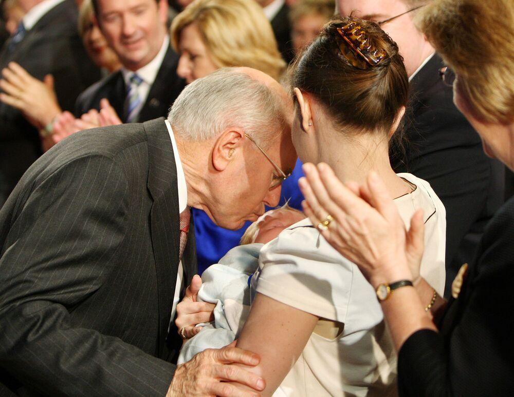 Los besos más efusivos entre políticos, en imágenes