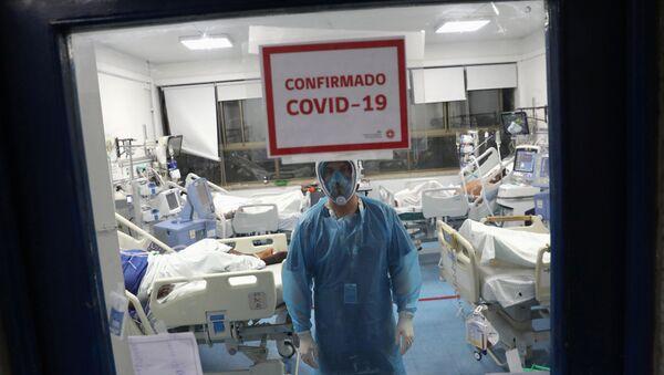 Un aula con pacientes que tienen coronavirus en un hospital en Santiago - Sputnik Mundo