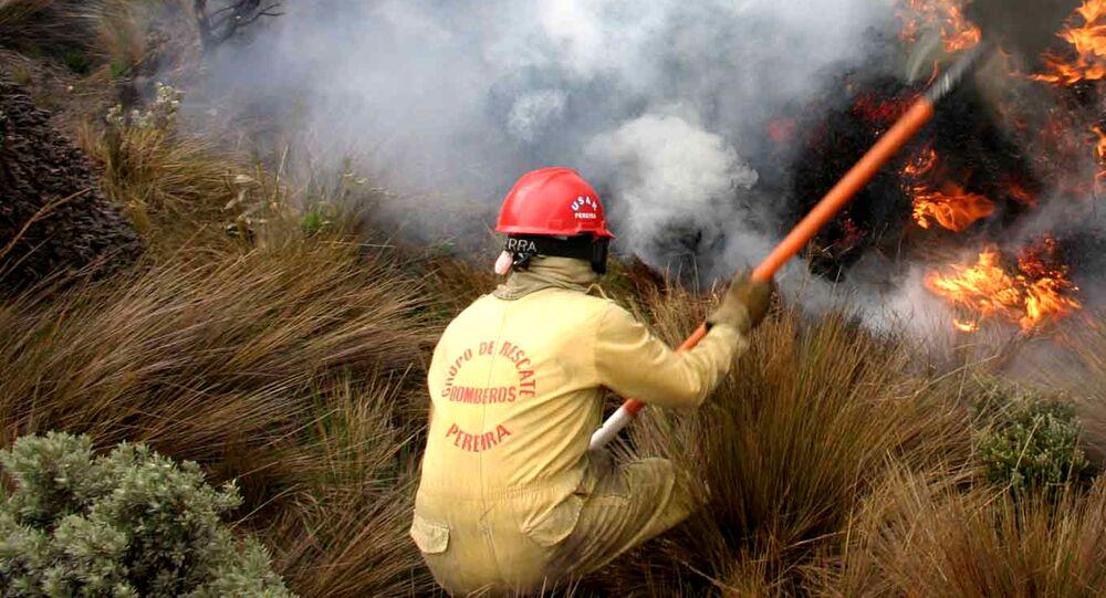 Un bombero colombiano, foto de archivo