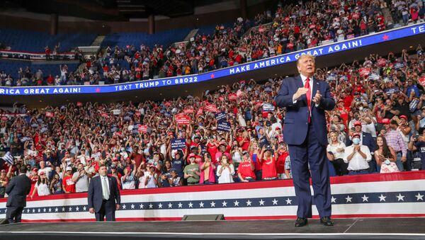 Donald Trump, presidente de EEUU, durante su campaña de reelección - Sputnik Mundo