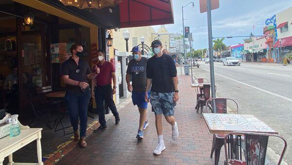 Cierre de bares en Miami - Sputnik Mundo