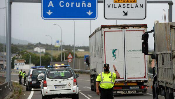 Control policial a la entrada de la comarca de A Mariña (Lugo) - Sputnik Mundo