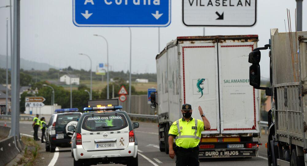 Control policial a la entrada de la comarca de A Mariña (Lugo)