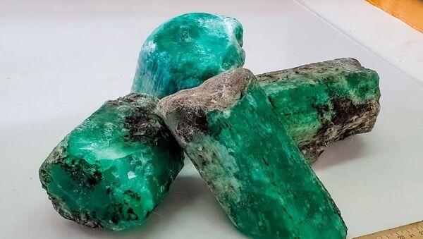 Esmeraldas halladas en el yacimiento Malishevskoe en Rusia - Sputnik Mundo