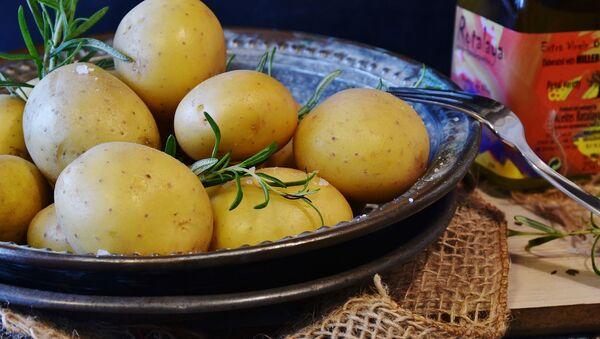 Patatas, imagen referencial - Sputnik Mundo