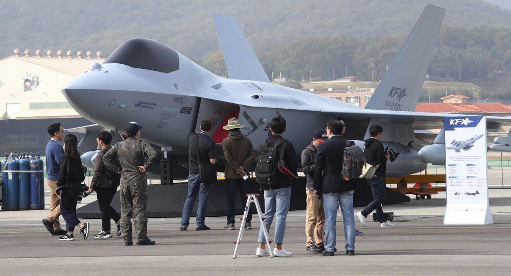 Modelo a escala del caza KAI KF-X