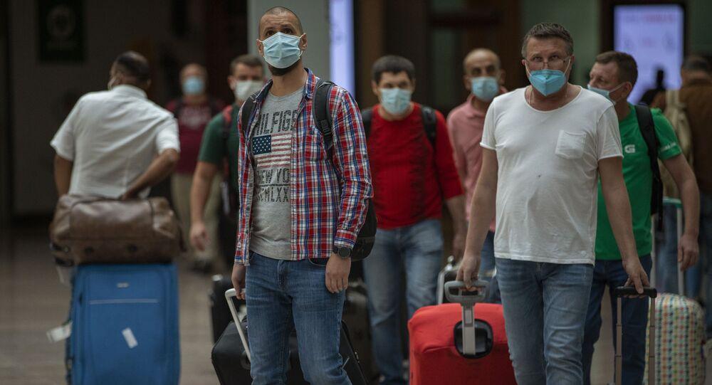 Pasajeros en el aeropuerto de Barcelona. 30 de junio de 2020