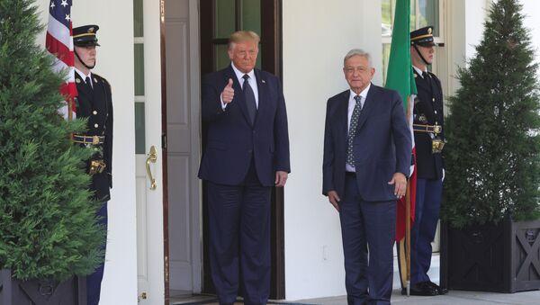 Donald Trump junto a Andrés Manuel López Obrador - Sputnik Mundo