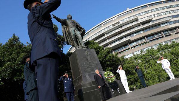 El estatua de Benito Juárez en Washington - Sputnik Mundo