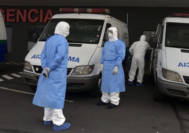 Ambulancias en un hospital de Quito, Ecuador