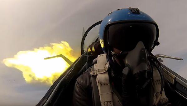 Un piloto en un cazabombardero - Sputnik Mundo