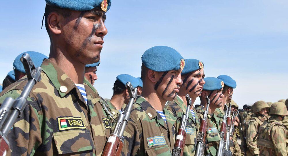 Soldados del Ejército de Tayikistán (archivo)