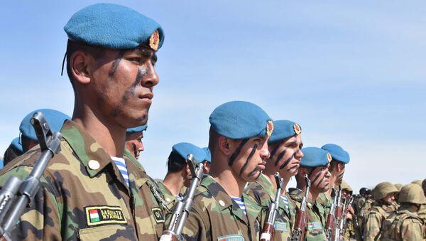 Soldados del Ejército de Tayikistán (archivo) - Sputnik Mundo