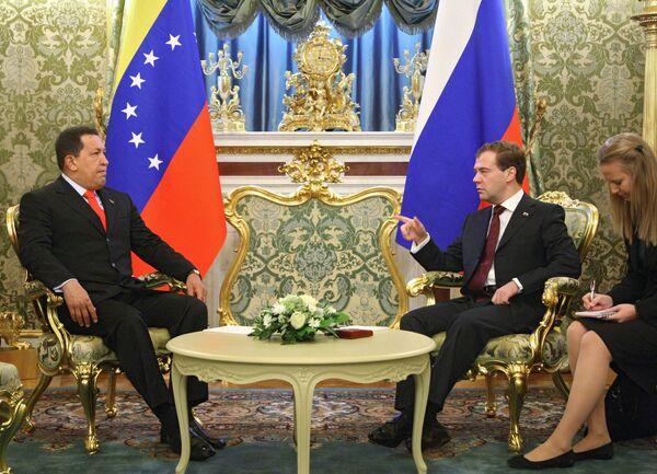 El presidente ruso Dmitri Medvédev y su homólogo venezolano Hugo Chávez  - Sputnik Mundo