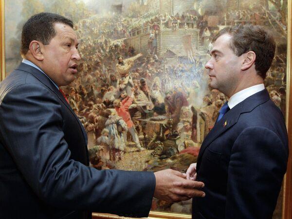 Dmitry Medvedev y Hugo Chavez - Sputnik Mundo