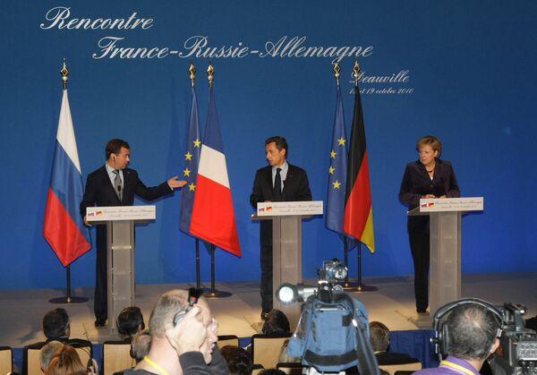 Conferencia de prensa conjunta ofrecida al termino de las negociaciones franco-ruso-alemanas en Deauville. - Sputnik Mundo
