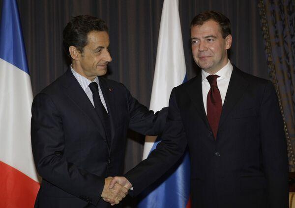 Presidentes de Rusia y Fracia Dmitri Medvédev y Nicolas Sarkozy - Sputnik Mundo