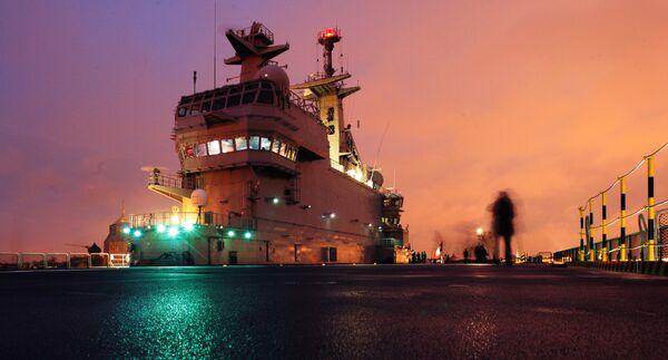 Francia pone la quilla al primer portahelicópteros Mistral para Rusia - Sputnik Mundo