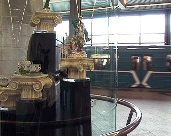 Metro de Moscú acoge exposición de porcelana rusa - Sputnik Mundo