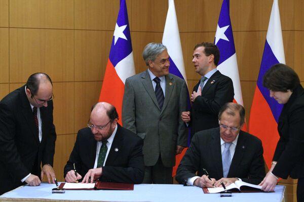 Rusia y Chile firman acuerdo para reforzar relaciones en cumbre de APEC - Sputnik Mundo