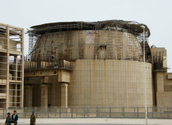 El reactor de la primera central nuclear iraní de Bushehr puesto a funcionar al 40% de su potencia - Sputnik Mundo
