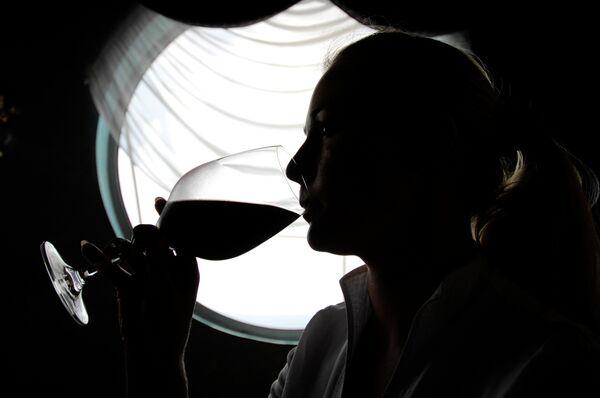 Biólogos descubren por qué el consumo de alcohol reduce el riesgo cardiovascular - Sputnik Mundo