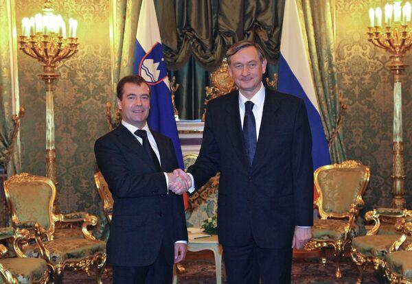 El presidente ruso Dmitri Medvédev  con su homólogo esloveno Danilo Türk - Sputnik Mundo