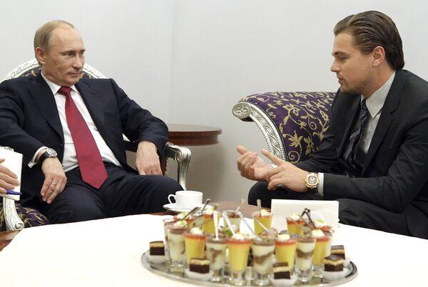 Vladímir Putin con Leonardo DiCaprio - Sputnik Mundo