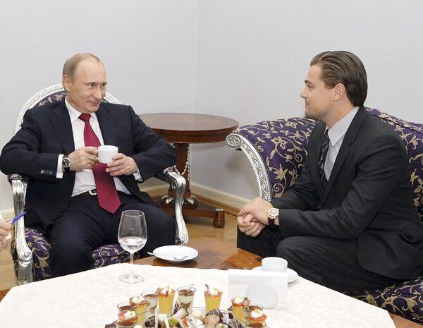 Vladímir Putin y Leonardo DiCaprio se reúnen en San Petersburgo - Sputnik Mundo