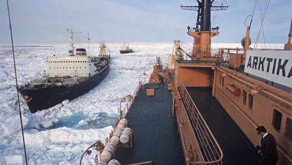 Rompehielos en el Ártico (Archivo) - Sputnik Mundo