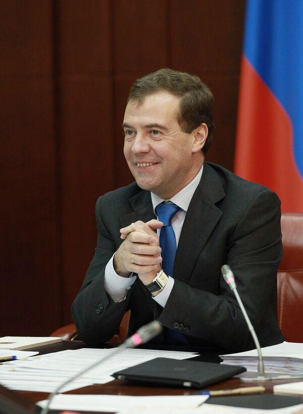 Medvédev dice que Rusia debe prepararse bien de cara al Mundial de Fútbol 2018 - Sputnik Mundo