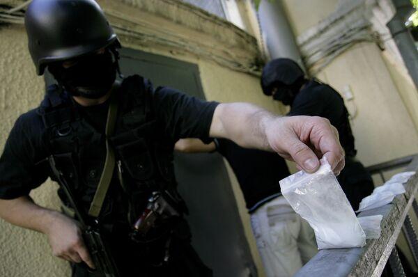Más de mil narcotraficantes extranjeros fueron enjuiciados en Rusia en diez meses de 2010 - Sputnik Mundo