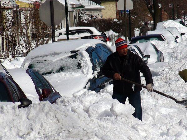 Alcalde de Nueva York decreta estado de emergencia meteorológica por nueva tormenta de nieve - Sputnik Mundo