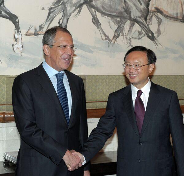 El ministro de Relaciones Exteriores de Rusia Serguéi Lavrov y su colega de China, Yang Jiechi  - Sputnik Mundo