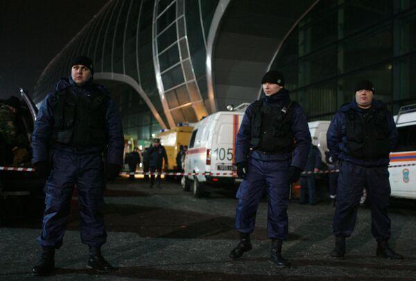 Kamikaze anduvo durante un cuarto de hora entre los que recibían vuelos en Domodédovo - Sputnik Mundo