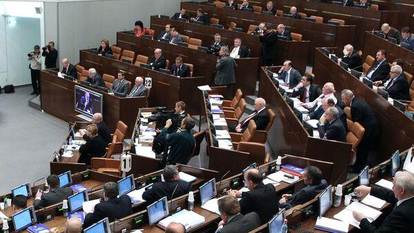 El Senado ruso avala la prohibición de cuentas extranjeras para altos cargos públicos - Sputnik Mundo
