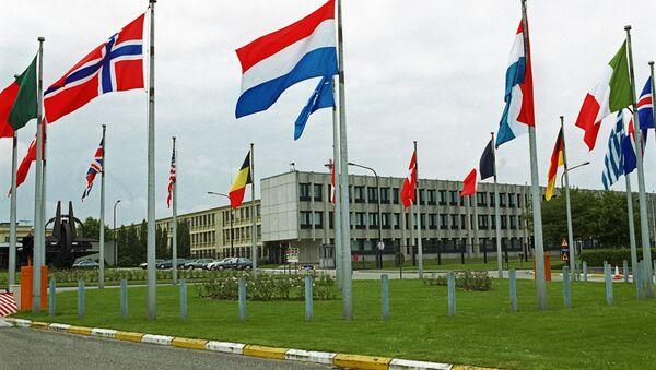 La OTAN suspende toda cooperación civil y militar con Rusia - Sputnik Mundo