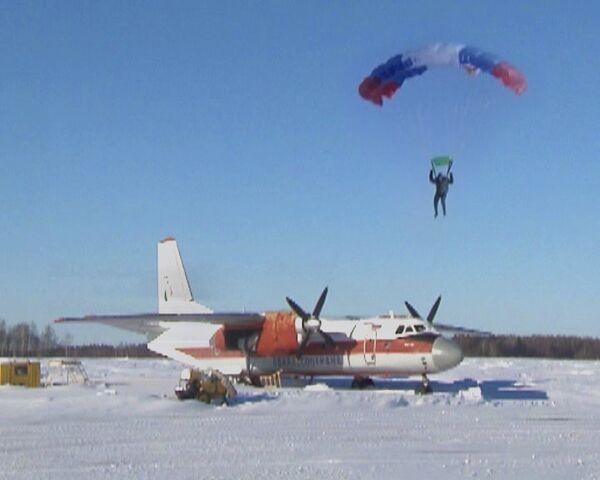 Agencia rusa de Protección Aérea de Bosques prepara paracaidistas contra incendios - Sputnik Mundo