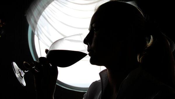 Moldavia lidera consumo del alcohol por habitante en el mundo - Sputnik Mundo