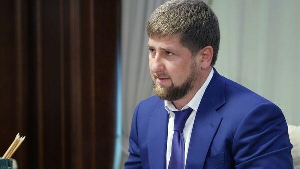 Рамзан Кадыров на встрече с премьер-министром РФ Владимиром Путиным - Sputnik Mundo