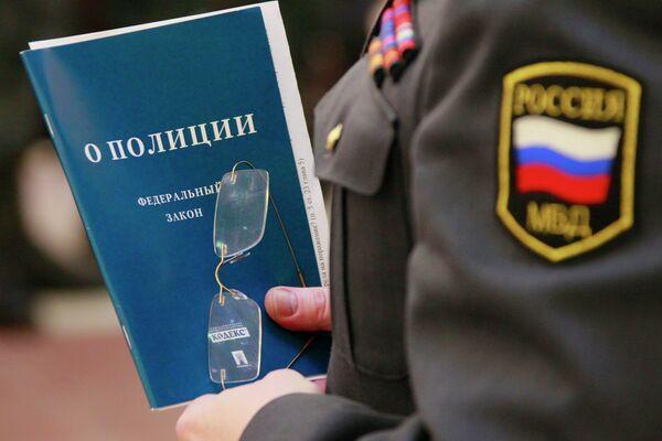 El presidente ruso firma siete decretos que asegurarán el cumplimiento de la Ley de la Policía - Sputnik Mundo