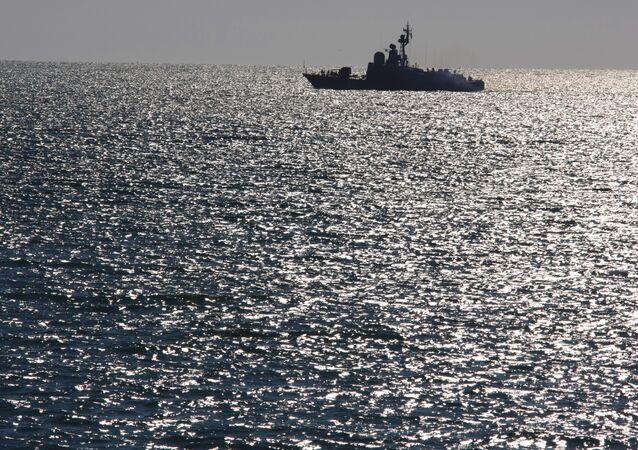 Un buque ruso patrulla las costas (imagen referencial)