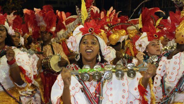 El Carnaval de Río de Janeiro prohíbe los selfis en los desfiles del Sambódromo - Sputnik Mundo