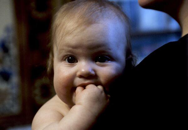 Científicos afirman que los niños de seis meses conocen  palabras separadas en el habla - Sputnik Mundo