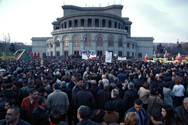 Oposición armenia celebra mitin multitudinario en el centro de Ereván - Sputnik Mundo