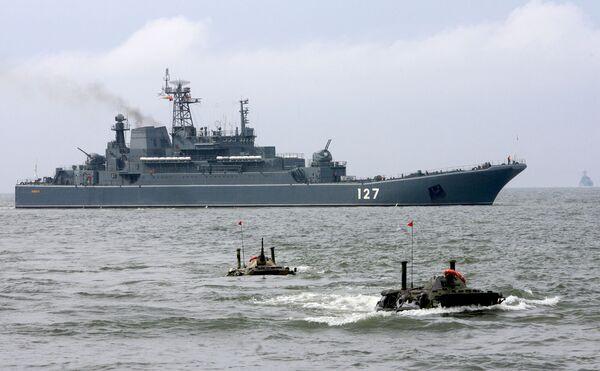El buque de desembarco Minsk  - Sputnik Mundo